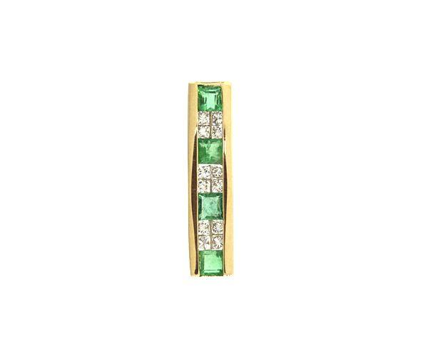 Classique pendentif pour dame en or 18k serti d'émeraudes et de diamants