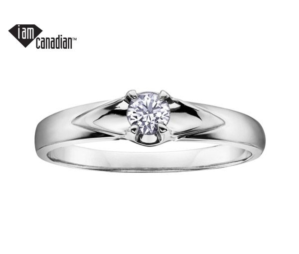 Bague dame solitaire or 10k blanc sertie d'un diamant canadien