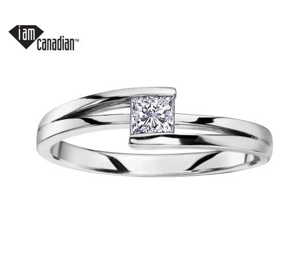 Bague dame solitaire or 14k blanc sertie d'un diamant canadien