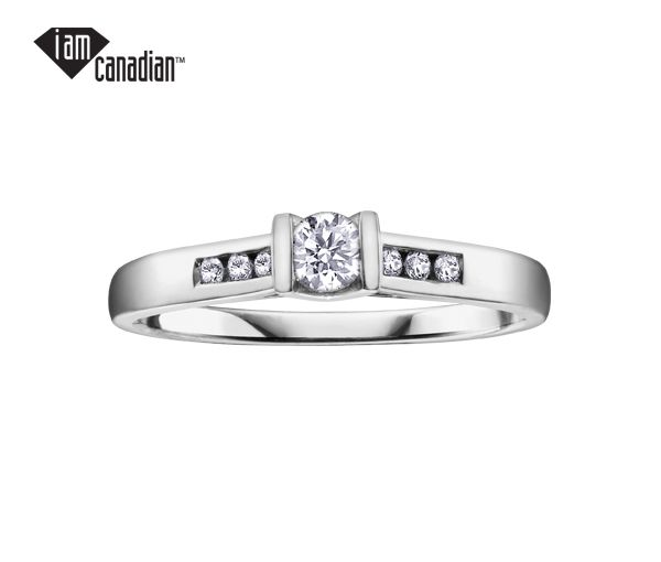 Bague dame or 14k blanc sertie de 7 diamants