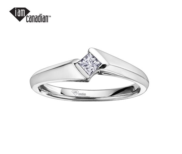 Bague dame solitaire or 10k blanc sertie d'un diamant canadien princesse