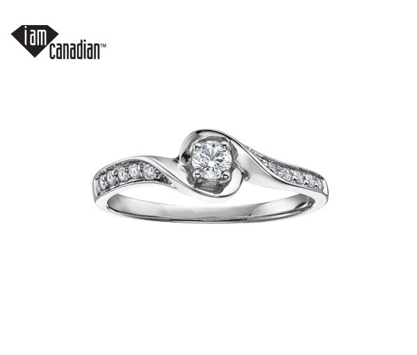 Bague dame or 10k blanc sertie de 11 diamants