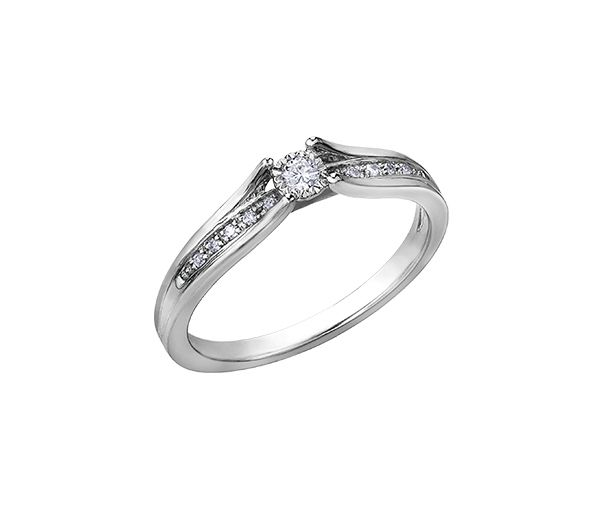 Bague dame en or 10k blanc sertie de 11 diamants
