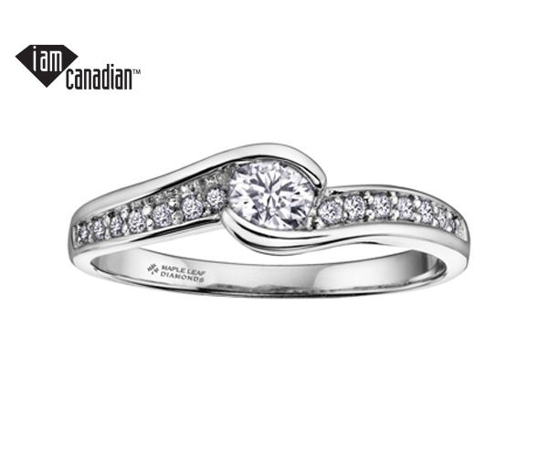 Bague dame en or 14k blanc sertie d'un diamant canadien