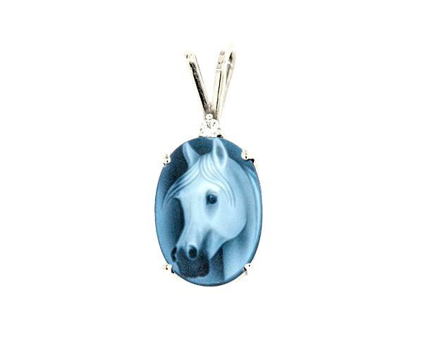 Charmant pendentif cheval pour dame en or 10k blanc serti d'une agate bleue et d'un diamant