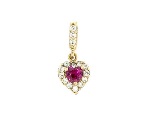 Pendentif élégant coeur pour dame en or 14k serti d'un rubis synthétique et de cubiques zirconias